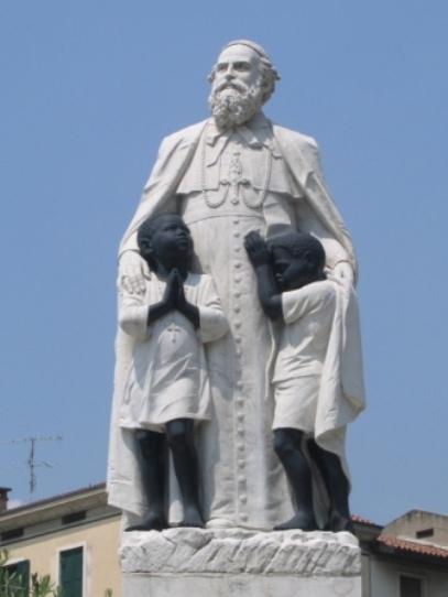Statua_Daniele_Comboni_particolare,_Verona